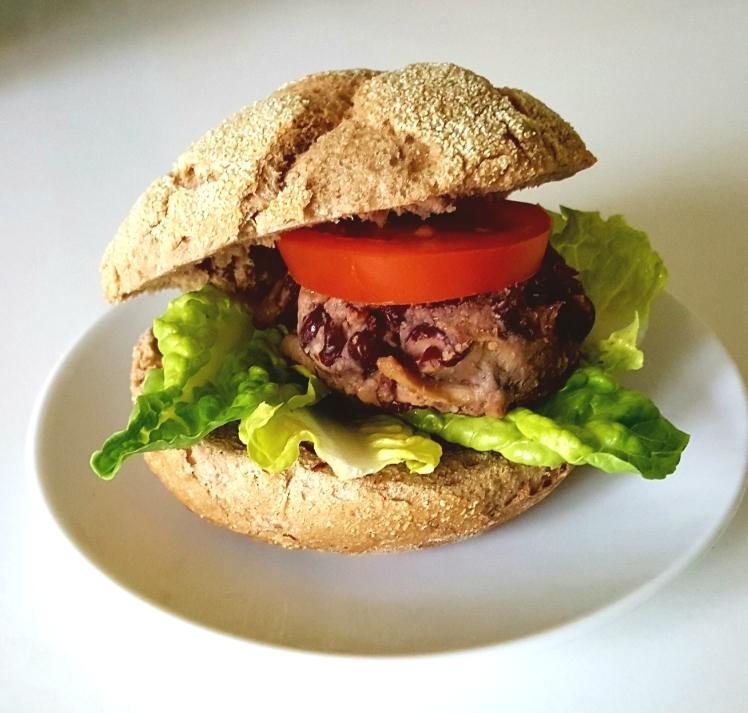 warzywny burger z fasoli i pieczarek
