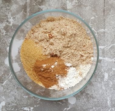 weganskie-ciasto-marchewkowe